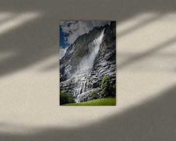 De staubachwaterval, Lauterbrunnen van Fenna Duin-Huizing