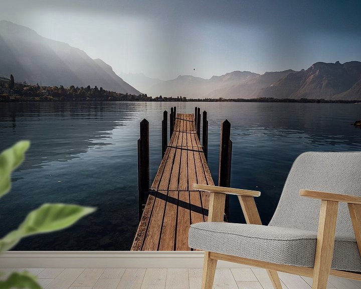 Sfeerimpressie behang: Jetty Lake Geneva during sunrise. van Tom in 't Veld