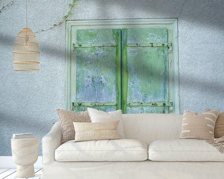 Sfeerimpressie behang: Groenblauwe luiken van Hanneke Bantje