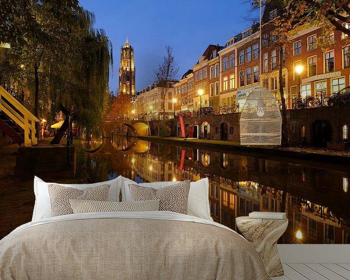 Sfeerimpressie behang: Oudegracht in Utrecht tussen Hamburgerbrug en Weesbrug met Domtoren van Donker Utrecht