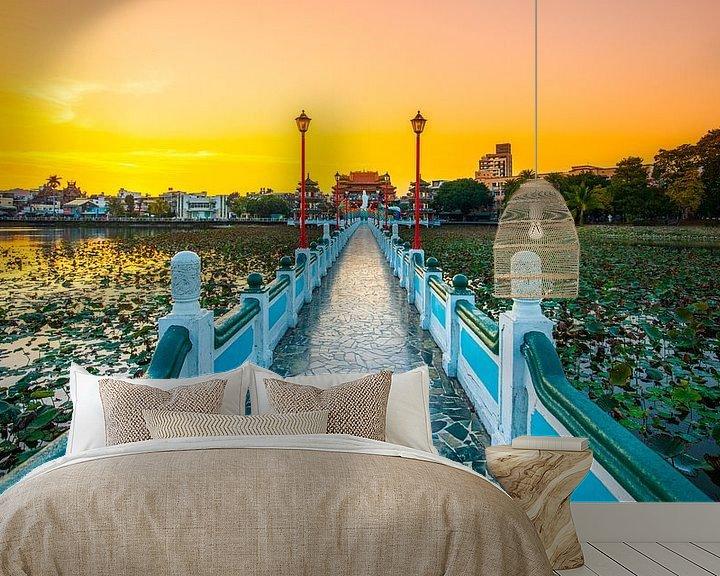 Beispiel fototapete: Brücke über den Lotus-Teich (Kaohsiung, Taiwan) von Michel van Rossum