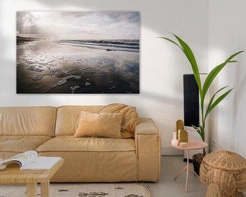 Golden hour stralen over het strand van Katwijk aan Zee | Strand fotografie in Nederland van Evelien Lodewijks