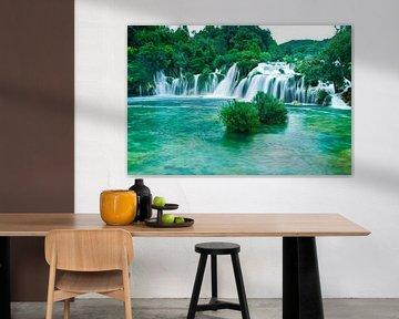 Heldere waterval in Krka, Kroatie van Sara de Leede
