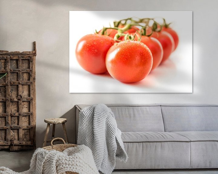 Sfeerimpressie: Macro rijpe sappige tomaten met waterdruppels van Dieter Walther