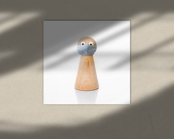 Houten pion met corona mondmasker van Peter Hermus