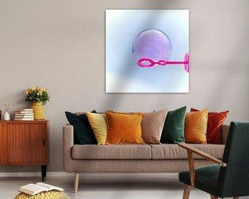 Zicht op een zeepbel. van Michaela Bechinie