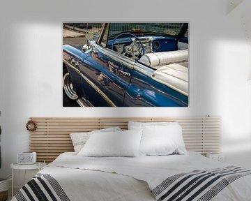 Blauwe vintage cabriolet details met Havana dashboard en stuurwiel van Dieter Walther