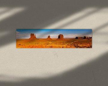 Panorama wijds landschap Monument Valley in Arizona USA van Dieter Walther