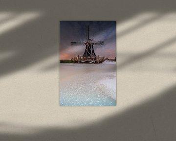 Zonsondergang bij een  molen in Groningen, Nederland van Vincent Alkema