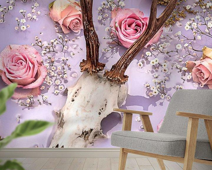 Sfeerimpressie behang: Rozen herten gewei - Pastel tinten. van Nikki Segers