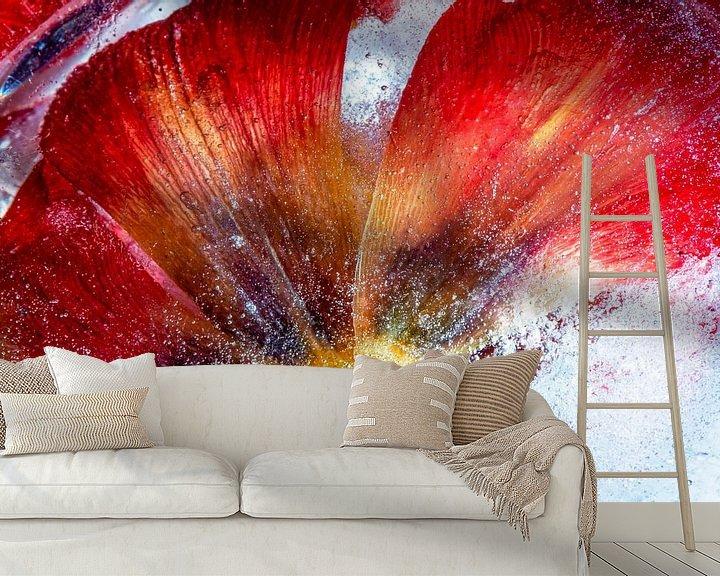 Sfeerimpressie behang: Bevroren tulp van Maerten Prins
