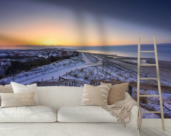 Sfeerimpressie behang: Zoutelande in de sneeuw van Thom Brouwer