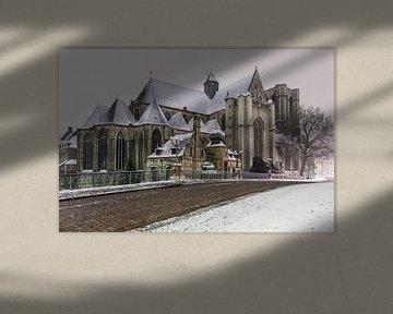 Die St. Michaelskirche in Gent bei Schneefall von Marcel Derweduwen