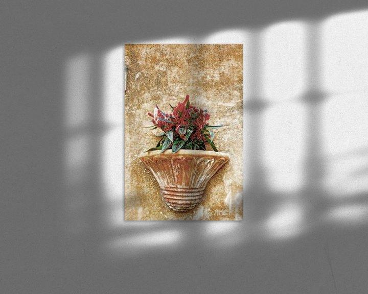 Sfeerimpressie: Plantenbak in Italiaanse straat van Hendrik-Jan Kornelis