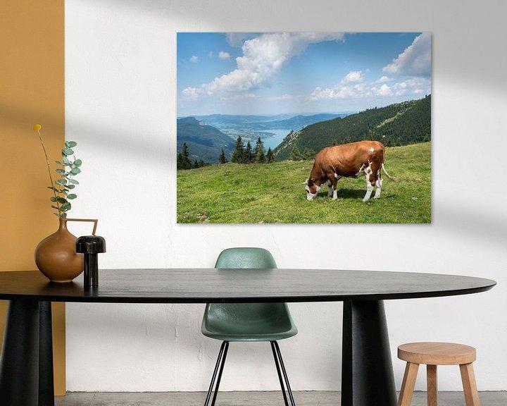 Sfeerimpressie: Koe op een bergweide in het Salzkammergut van Animaflora PicsStock