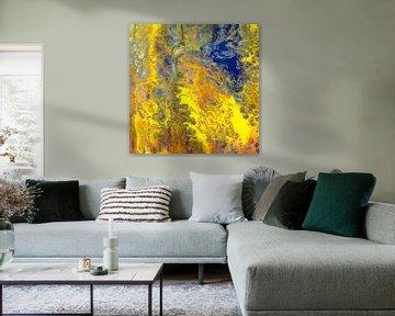 Modernes, abstraktes digitales Kunstwerk in Gelb Orange Blau von Art By Dominic
