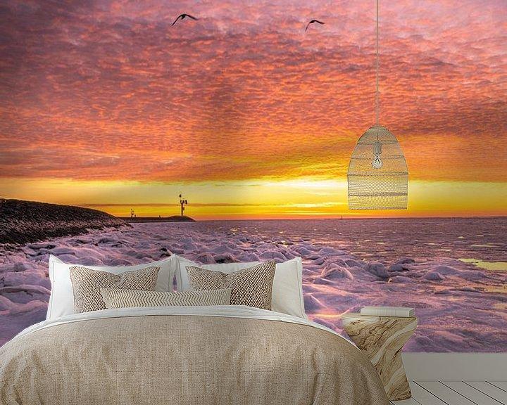 Sfeerimpressie behang: Frozen sunrise van Marjolein van Roosmalen