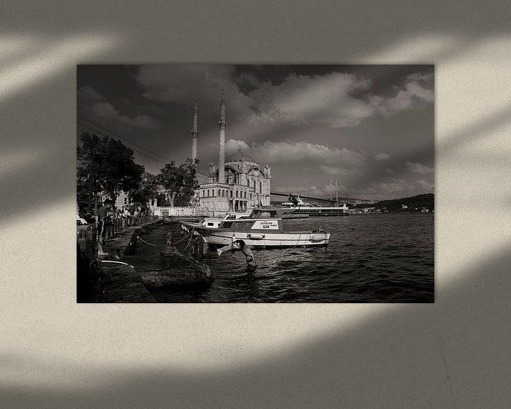 Impression: Scène d'été à Ortaköy, Istanbul, avec la mosquée et les enfants qui jouent. sur Eyesmile Photography