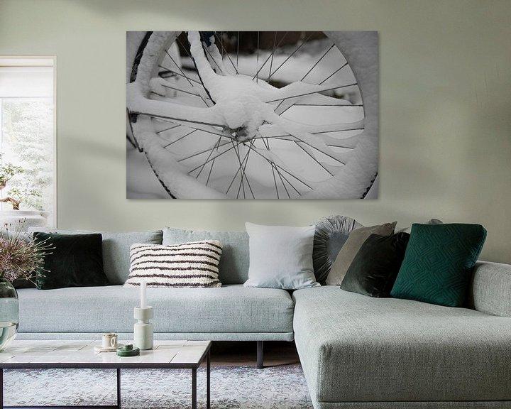 Impression: une roue de vélo dans la neige sur ChrisWillemsen