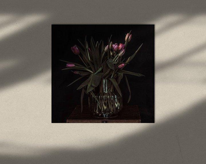Sfeerimpressie: Tulpen in vaas van Irene van de Wege