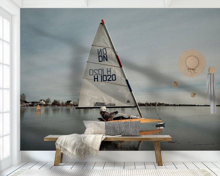Sfeerimpressie behang: IJszeilen op de Nieuwkoopse Plassen van Arie Bon