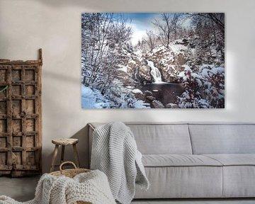 Bayehon Wasserfall mit Schnee bedeckt von Daan Duvillier