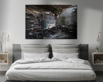 Verlaten bus in België van Digitale Schilderijen