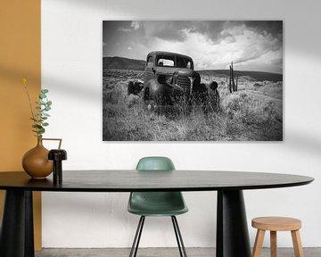 Roestige oude pick-up truck (in zwart/wit) van Ton van Waard - Pro-Moois