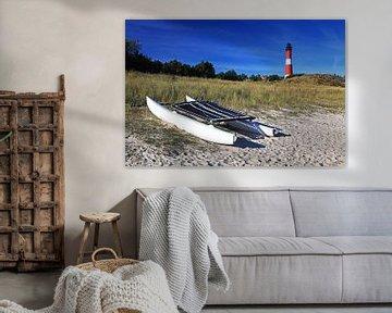 Sylt - Vuurtoren Hörnum met catamaran aan het strand
