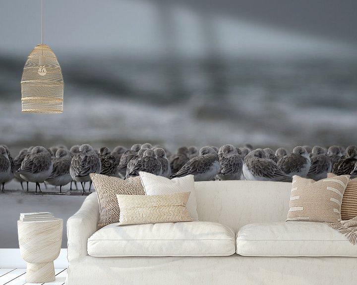 Sfeerimpressie behang: standlopers strand IJmuiden van Martijn Winkelaar