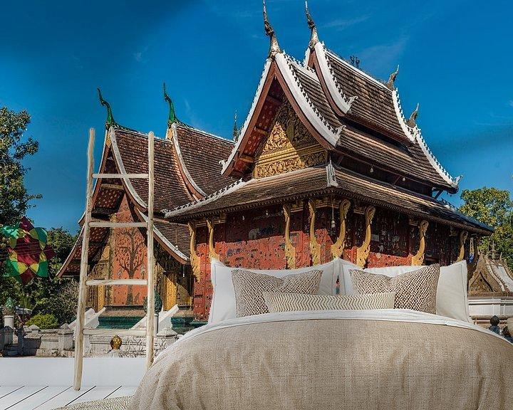 Sfeerimpressie behang: Luang Prabang - Vat Xiang Thong van Theo Molenaar