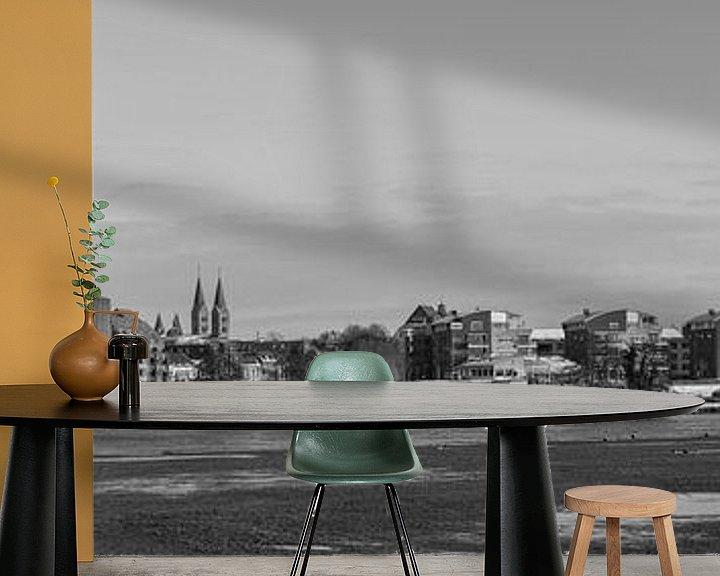 Sfeerimpressie behang: Een panoramisch view  van Roermond, Nederland is zwart-wit van Delano Gonsalves
