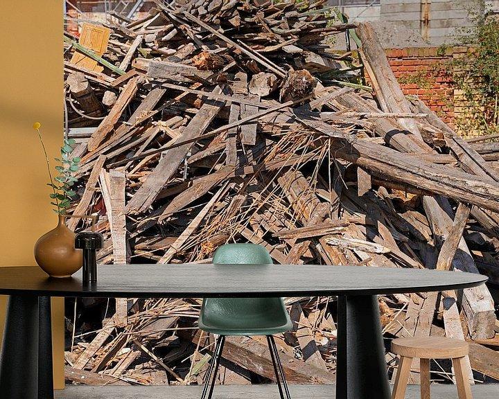 Sfeerimpressie behang: Houten balken en planken op de bouwplaats na de sloop van een gebouw van Babetts Bildergalerie