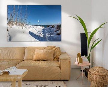 verschneite Dünen am Strand in Juliusruh, Rügen von GH Foto & Artdesign