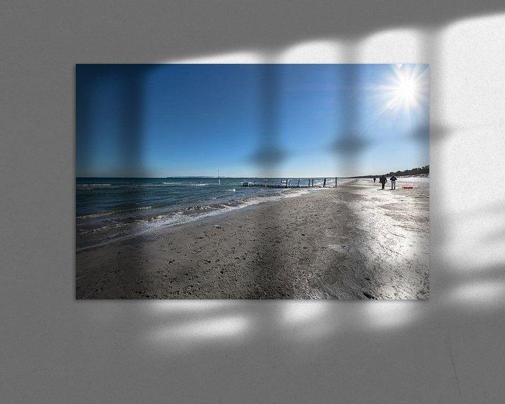 Beispiel: Ostsee, Spaziergänger im Winter am Strand in Juliusruh, Rügen von GH Foto & Artdesign