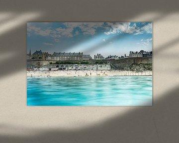 Strand van Saint Malo in Normandië van Oscar Limahelu