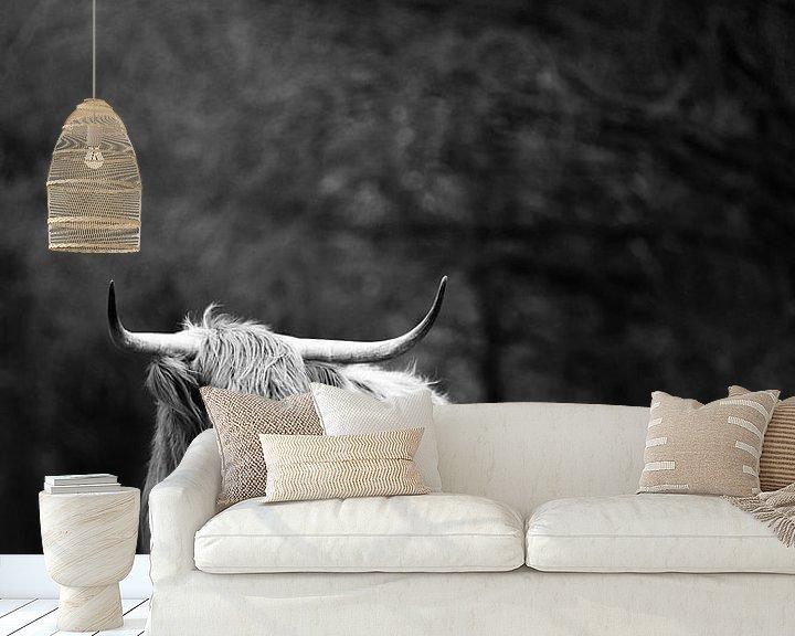 Sfeerimpressie behang: Schotse Hooglander zwart-wit van Christien Hoekstra