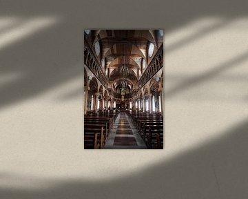 Interieur van de St Petrus en Paulus Kathedraal in Paramaribo, Suriname van WorldWidePhotoWeb