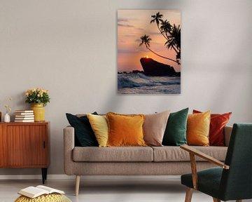 Zonsondergang en palmbomen op het strand van Dalawella, een tropisch paradijs in de buurt van Unawat van Teun Janssen