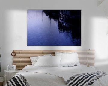 gracht in blauw avondlicht sur Sagolik Photography