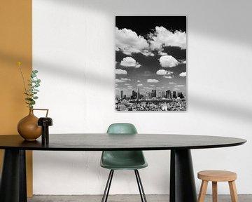 TOKYO 08 - Die Skyline von Shinjuku in Schwarz-Weiß
