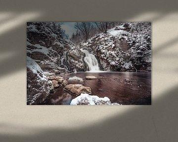 Winterfoto Wasserfall von Bayehon, Wallonien, Belgien von Daan Duvillier