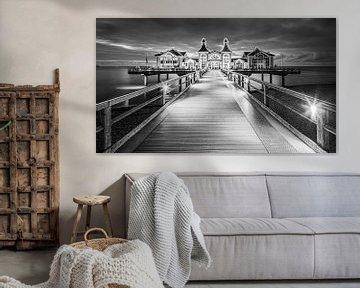 Sellin Seebrücke in schwarz-weiß von Henk Meijer Photography