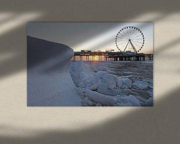 Sonnenuntergang verschneit Scheveningen von Remco Swiers