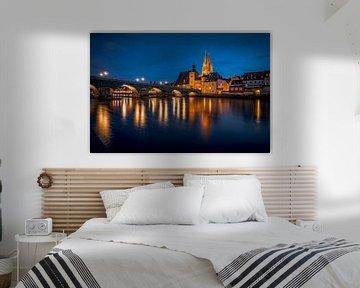 Regensburg Stenen Brug in de avond met kathedraal en Donau bij nacht van Thilo Wagner