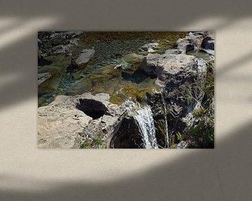 Aan de voet van de Black Cuillins bij Glenbrittle liggen de Fairy Pools. van Babetts Bildergalerie