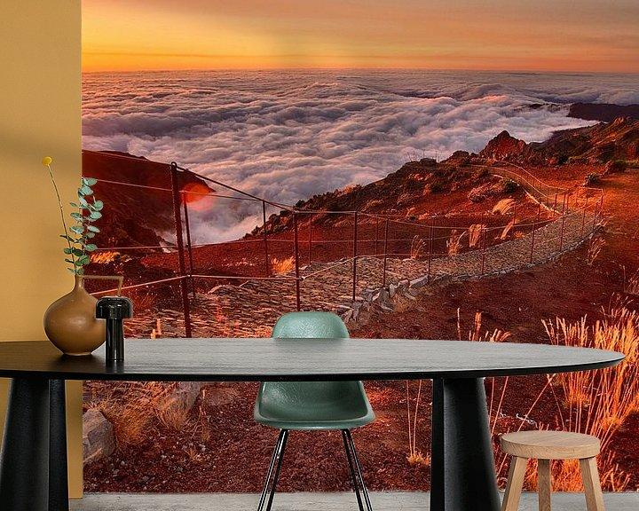 Sfeerimpressie behang: Zonsopgang boven de wolken, Pico Ruivo, Madeira van Sebastian Rollé - travel, nature & landscape photography