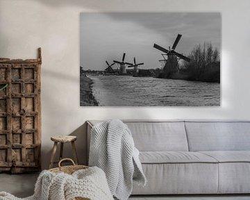 Schwarz-Weiß-Foto von Windmühlen in der Nähe von Kinderdijk. von Hartsema fotografie