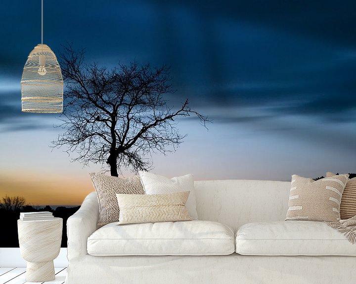 Sfeerimpressie behang: Silhouet van een boom van Mark Bolijn