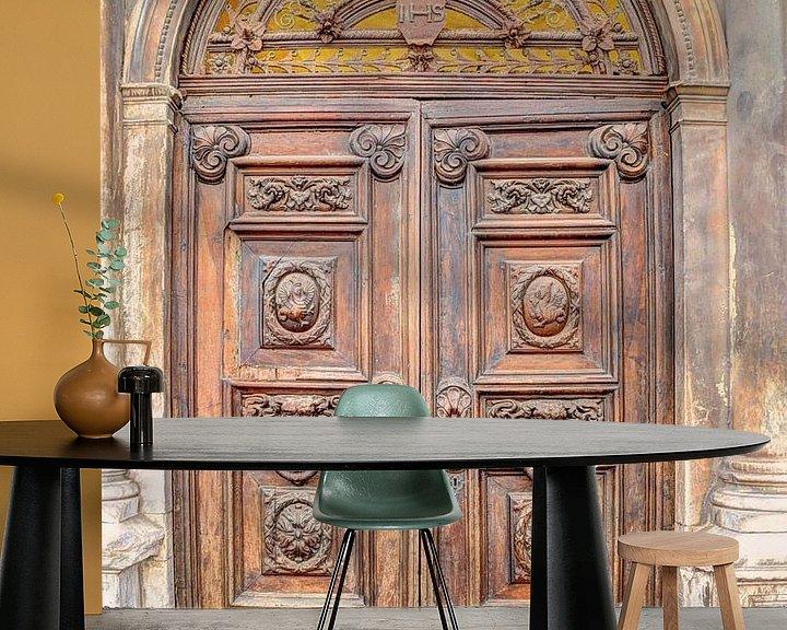 Sfeerimpressie behang: Italiaans Landelijke Deur Kerk van Hendrik-Jan Kornelis